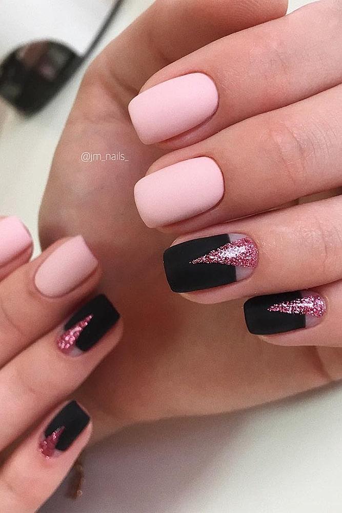 матовый маникюр розовый фольга черный