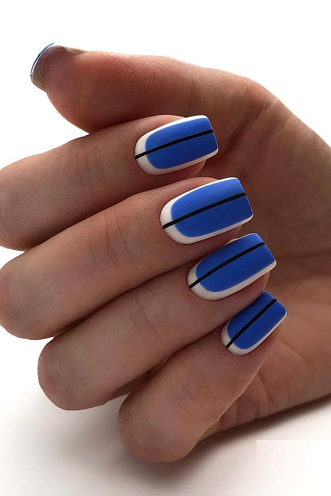 матовый маникюр синий полоса