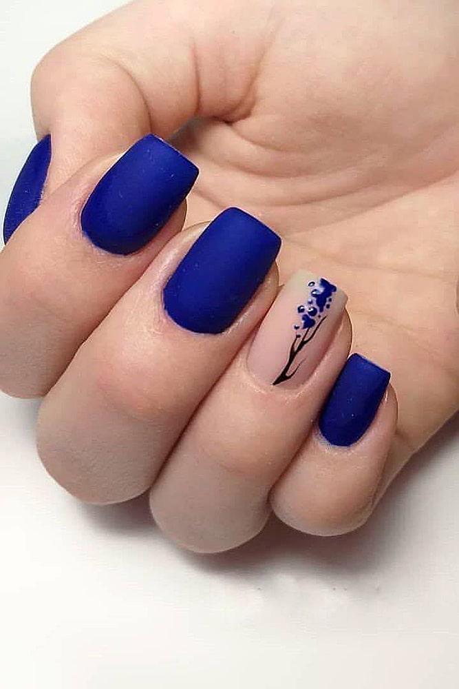 матовый маникюр синий цветок