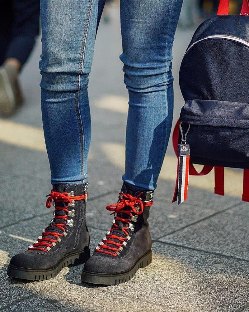 модная обувь ботинки красные шнурки