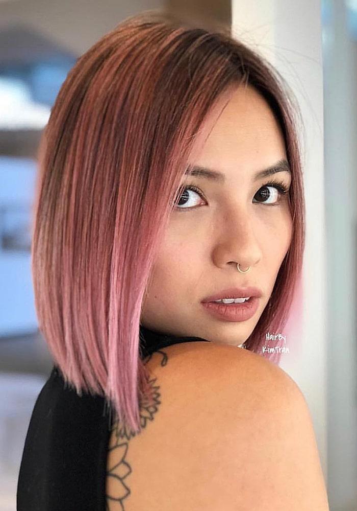 стрижки на средние волосы каре розовый цвет