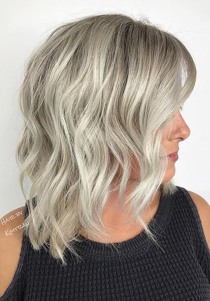 стрижки на средние волосы пепельные локоны