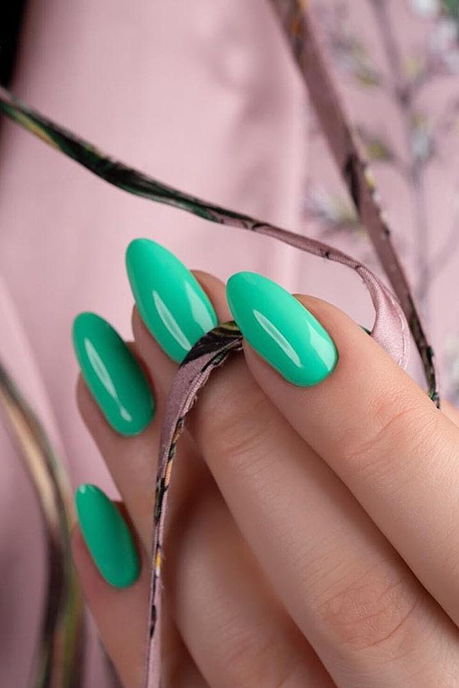 модный маникюр ярко зеленый
