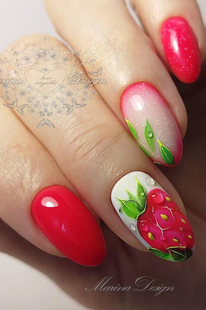 летний маникюр декор клубника дизайн ногти