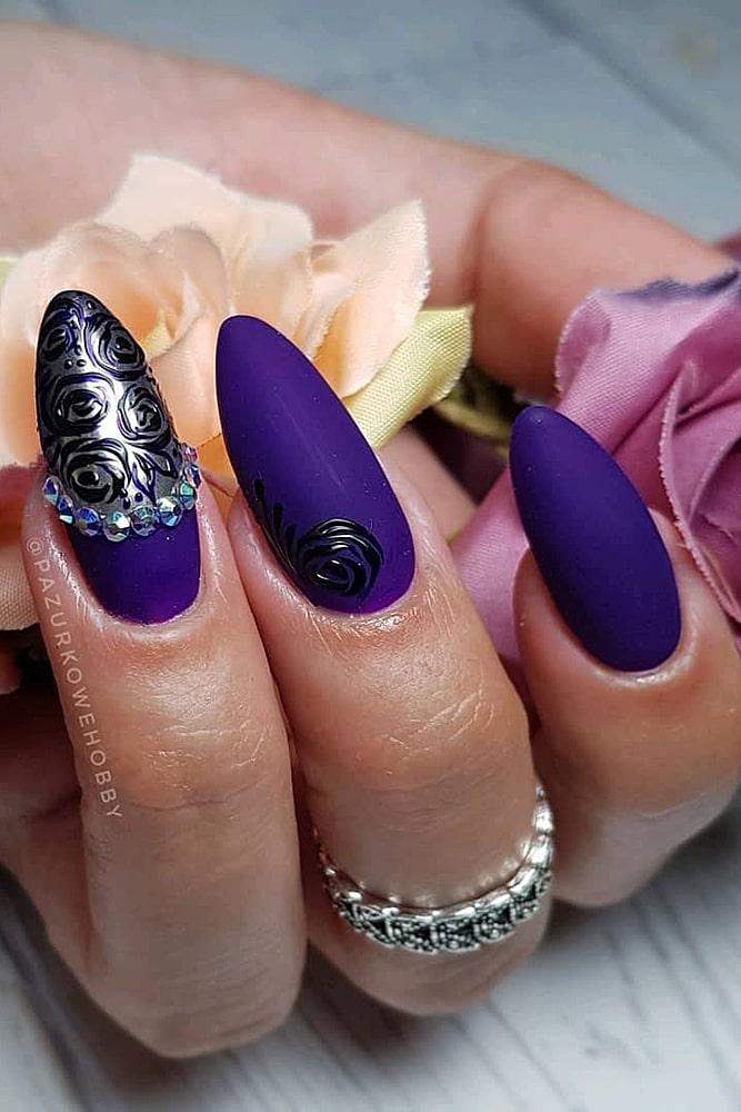 летний маникюр матовый фиолет