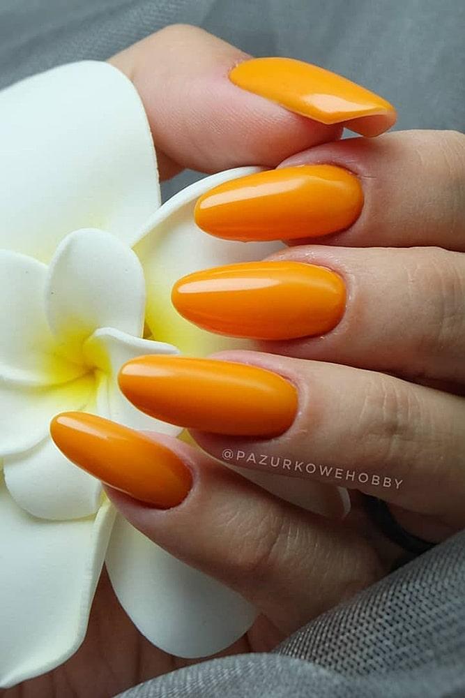 летний маникюр оранжевый