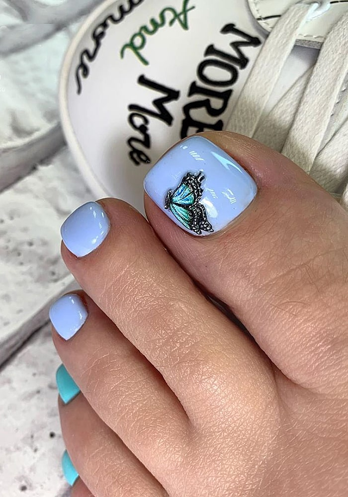 модный педикюр бабочка