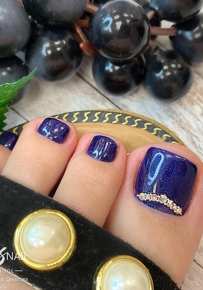 модный педикюр фиолет