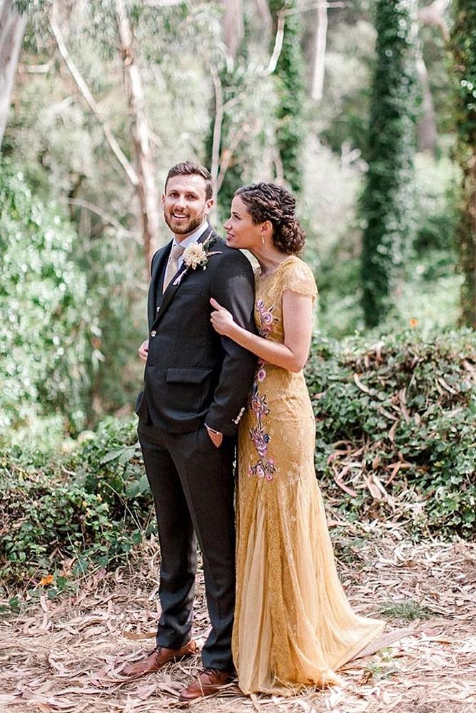 еноты свадебная фотосессия пара молодоженов в парке