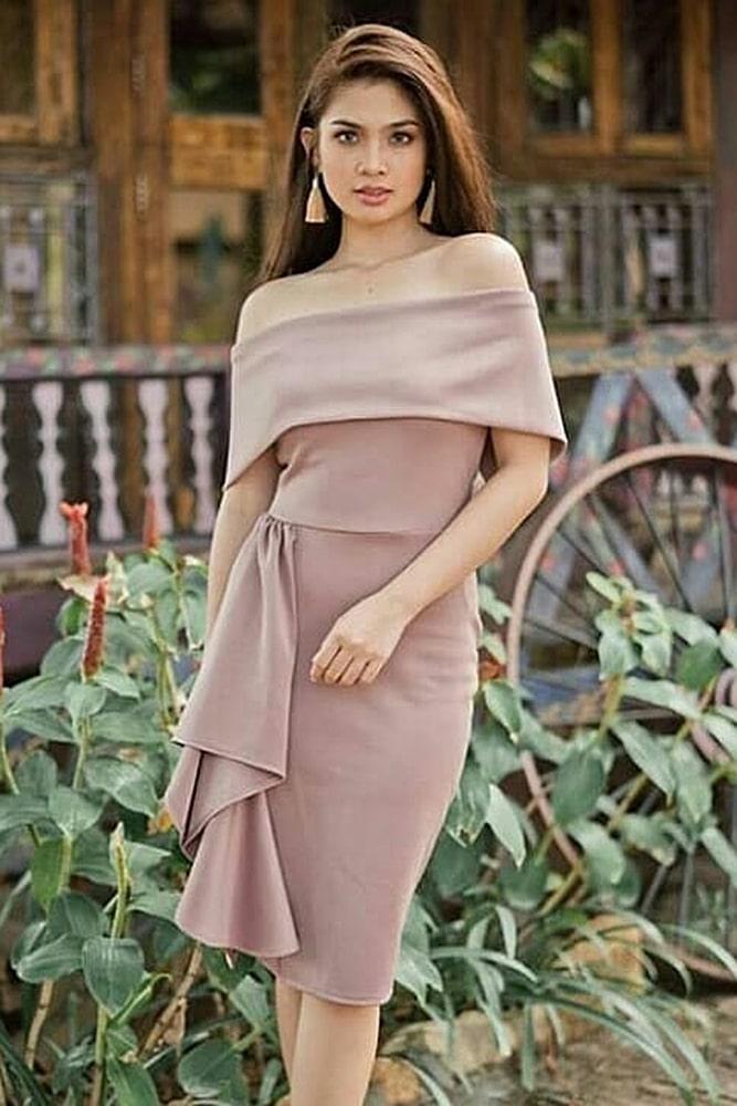 коктейльные платья нюд волан