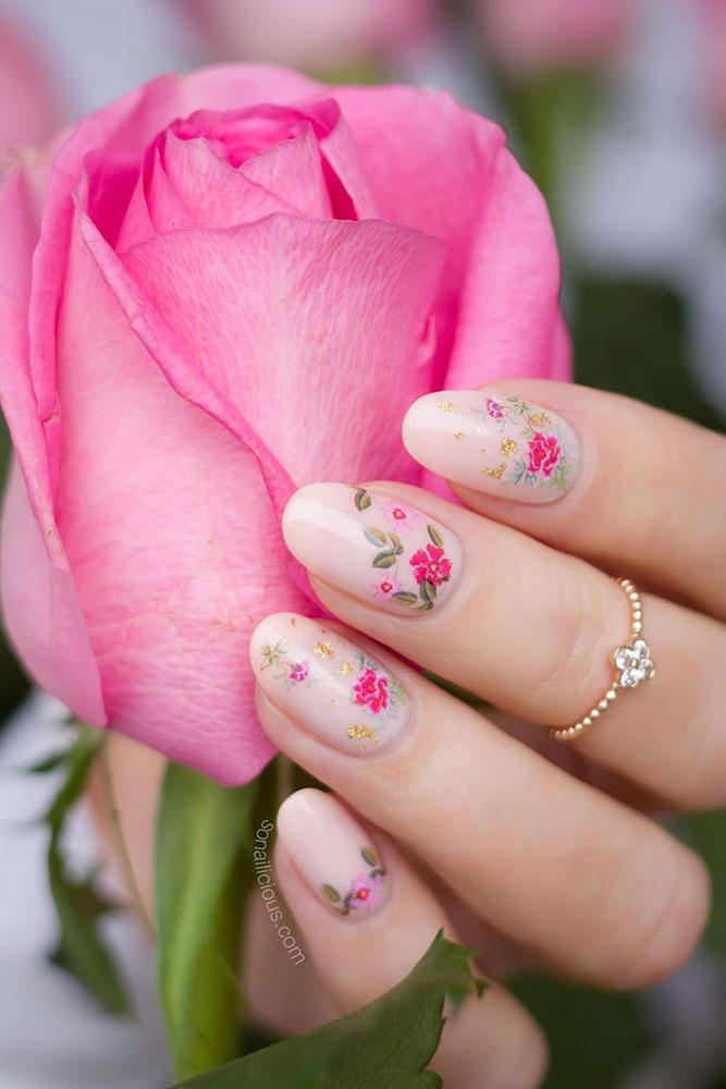 маникюр день святого валентина роза