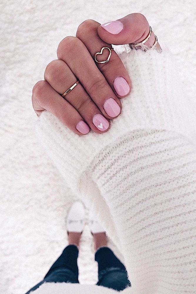 маникюр день святого валентина розовые короткие ногти сердечко