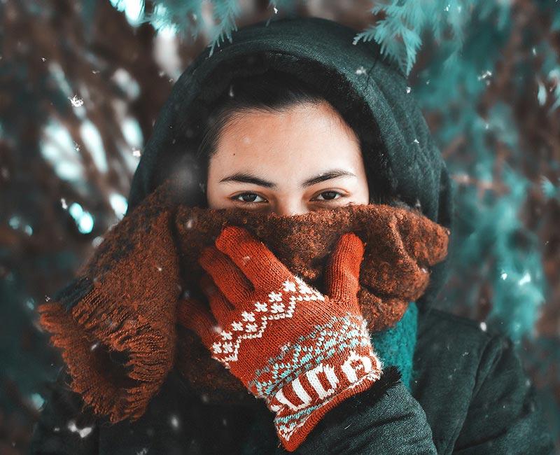 сухая кожа лица девушка шарф