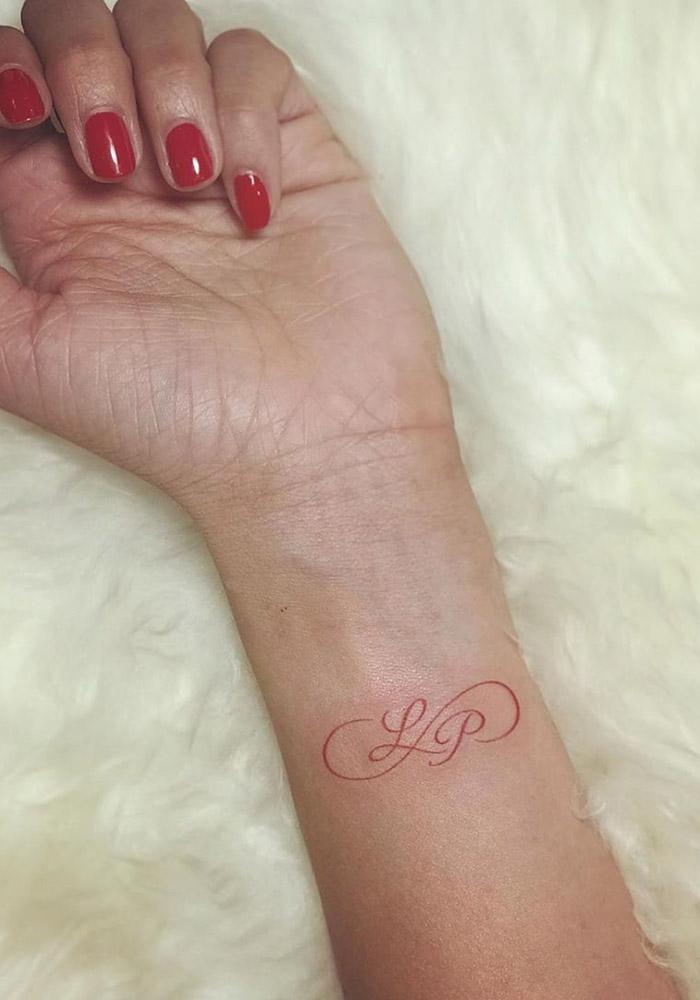 маленькие татуировки монограмма