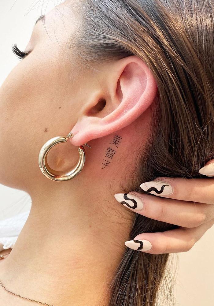 маленькие татуировки на шее