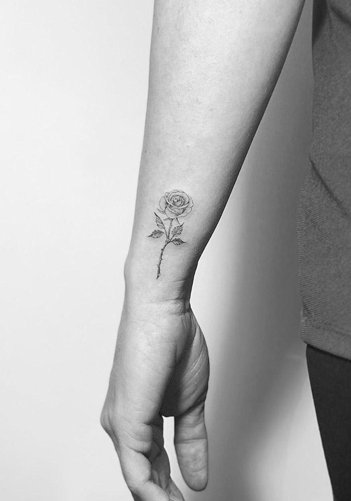 маленькие татуировки роза
