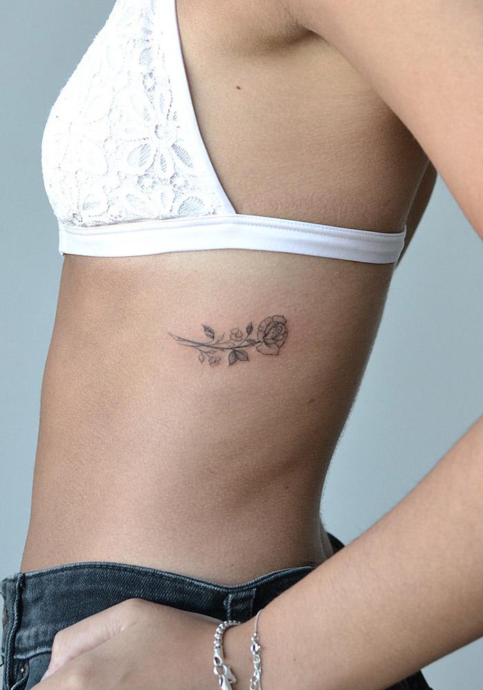 маленькие татуировки цветок