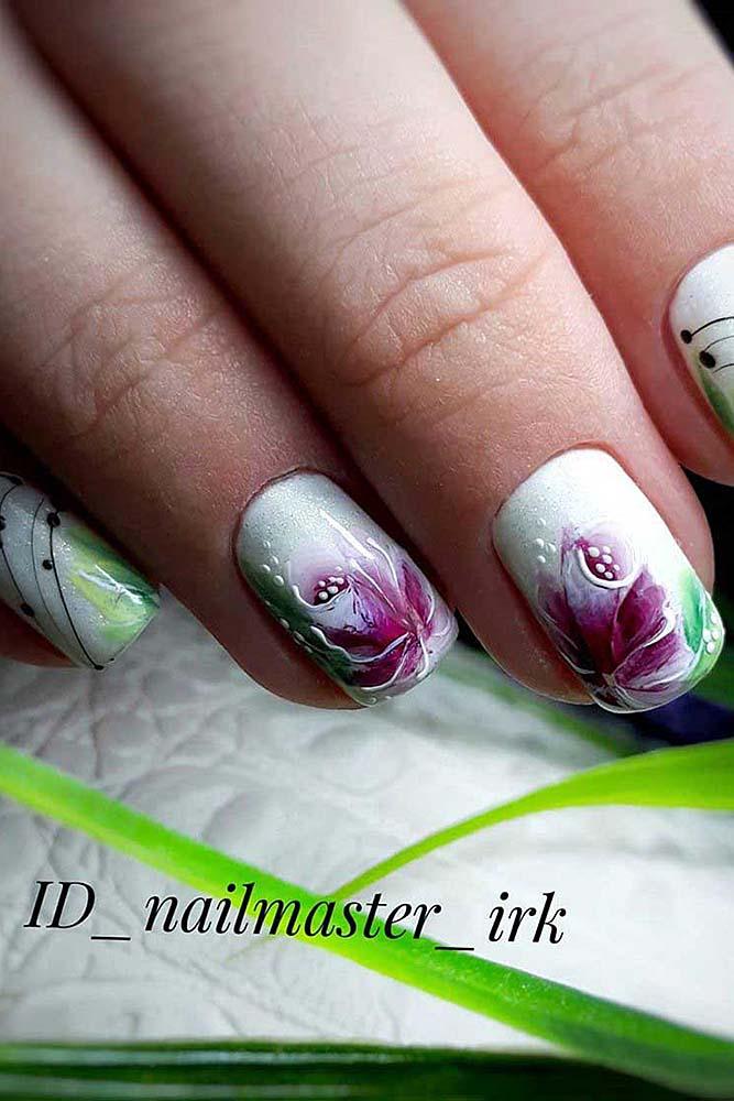 модный маникюр короткий цветы