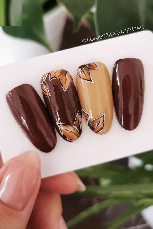 коричневый маникюр листики