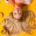 выпадение волос длинные волосы блондинка