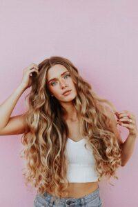 выпадение волос длинные светлые кудрявые волосы